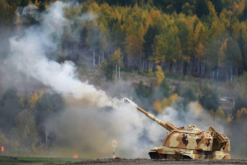 """Самоходная артиллерийская установка """"Мста-С"""" во время демонстрации боевых возможностей"""