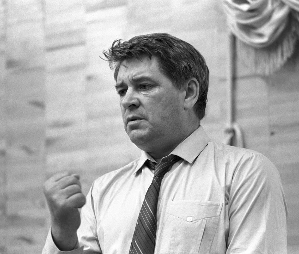 Делегат партийной конференции ректор Московского государственного историко-архивного института Юрий Афанасьев, 1990 год