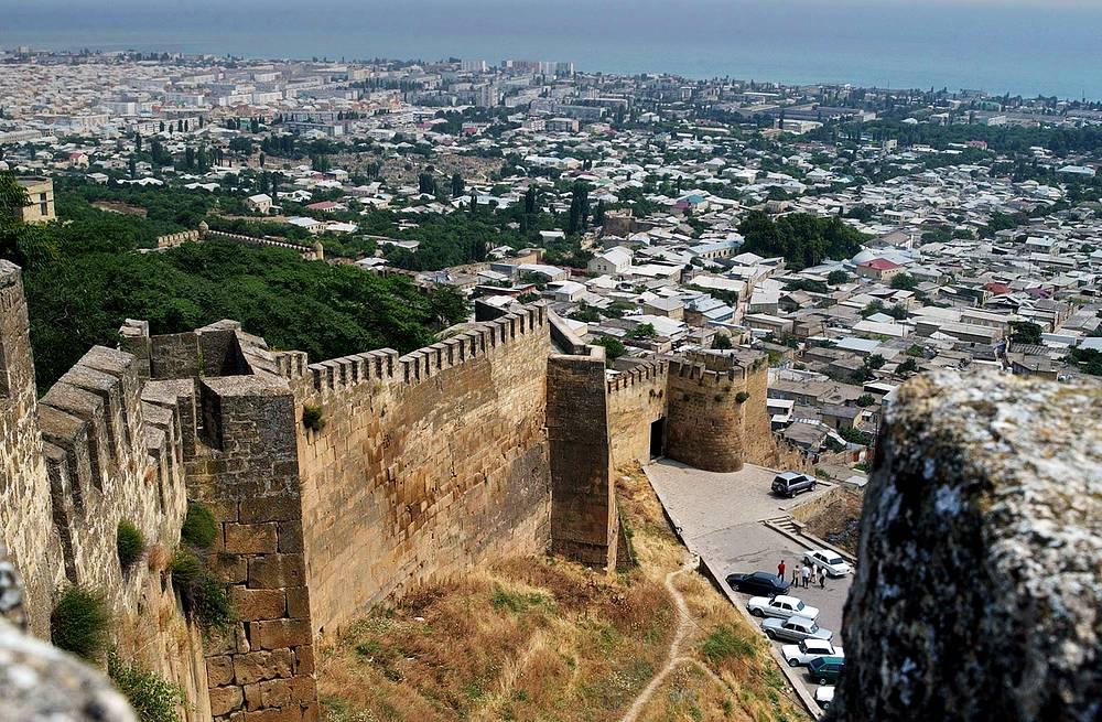 Крепость Нарын-Кала V-VIII вв. постройки – главный исторический памятник Дербента, объект всемирного наследия ЮНЕСКО