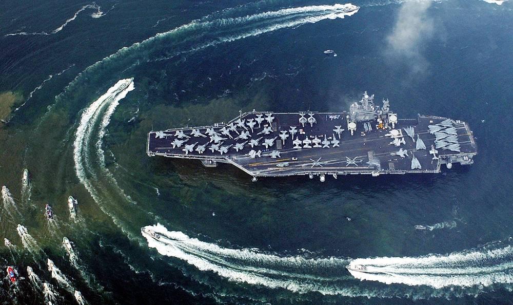 """Американский авианосец """"Джон К. Стеннис"""" - седьмой из серии типа """"Нимиц"""". Назван в честь сенатора США Джона К. Стенниса, в 1969-1981 годах возглавлявшего Комитет Сената США по вооруженным силам"""