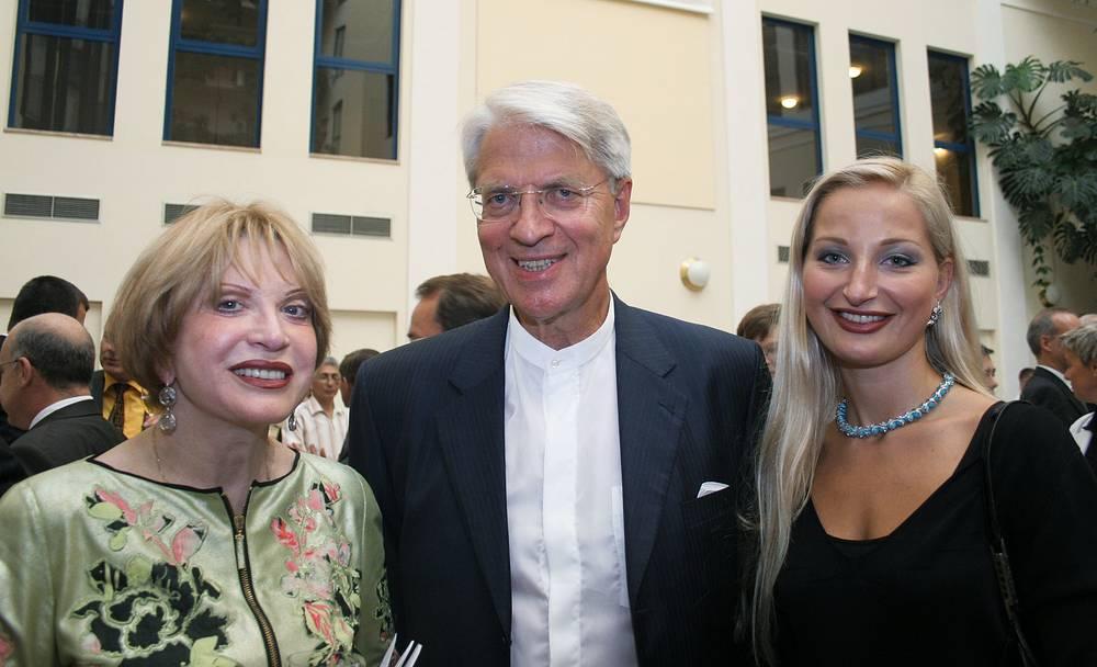 Людмила Максакова с мужем Петером Игенбергсом и дочерью Марией Максаковой-Игенбергс на приеме по случаю визита баварской экономической делегации в Hotel Baltschug Kempinski, 2005 год