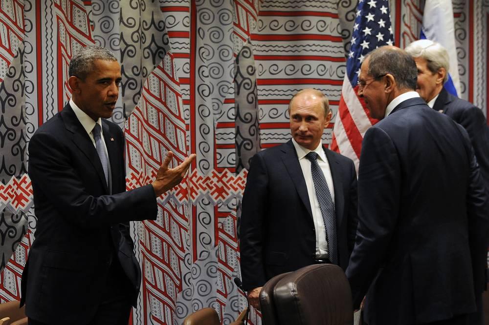 Владимир Путин заявил, что его переговоры с американским коллегой Бараком Обамой показали, что стороны могут работать над общими проблемами совместно. На фото: президент США, президент РФ и глава МИД РФ Сергей Лавров