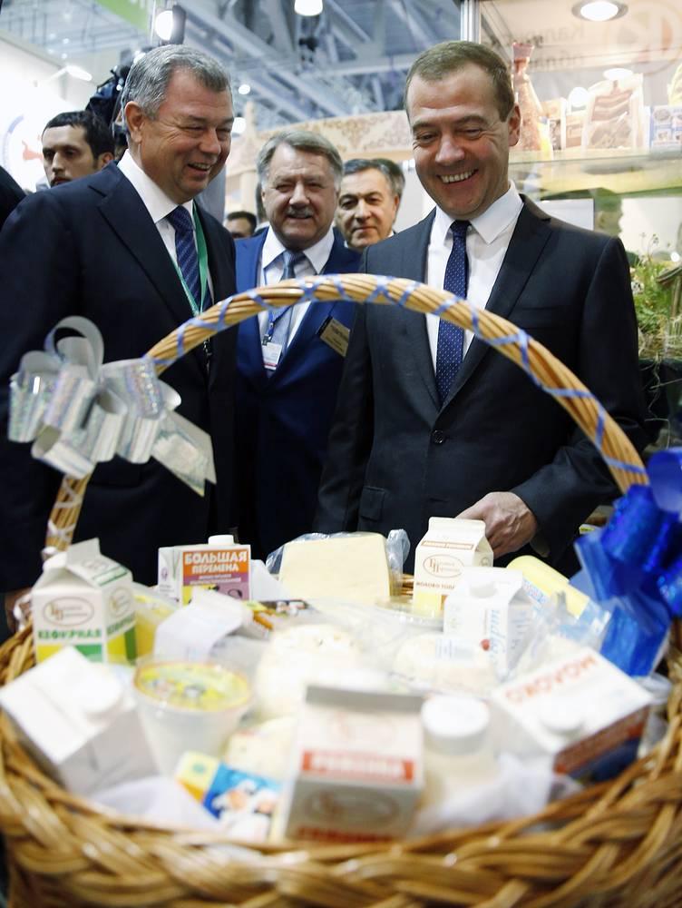 Губернатор Калужской области Анатолий Артамонов и премьер-министр РФ Дмитрий Медведев
