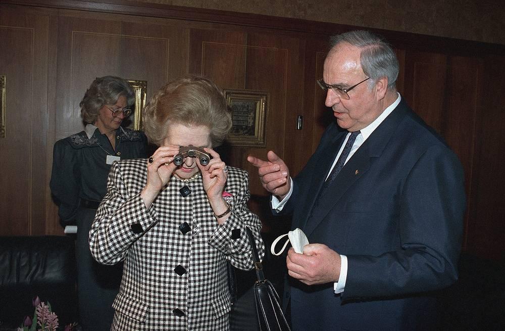 О Тэтчер говорили, что она обладала феноменальной памятью и была блестящим оратором.  На фото: Маргарет Тэтчер и канцлер ФРГ Гельмут Коль, Франкфурт-на-Майне, 20 февраля 1989 года