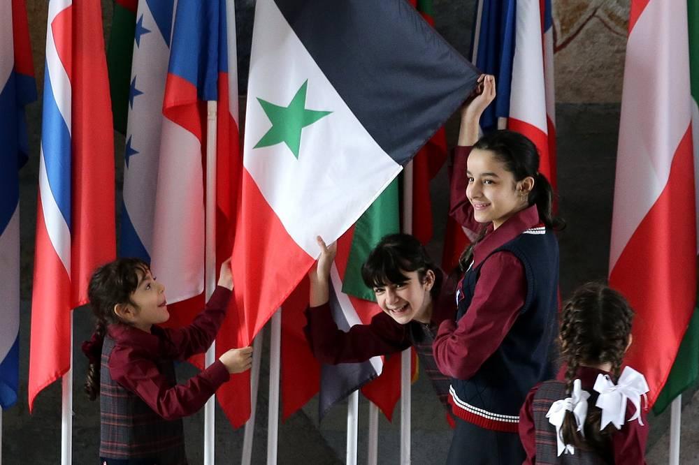 Дети из Сирии во время перемены. В Иваново они полгода учили русский язык, а потом перешли в обычные классы
