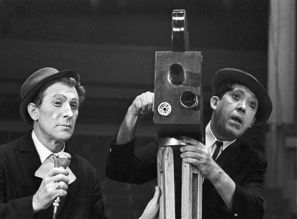 Михаил Шуйдин и Юрий Никулин на арене цирка, 1970 год