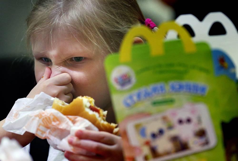 """""""Я напоминаю нашим согражданам, что гамбургеры, даже без червей, не есть правильный выбор питания для населения Москвы и России. Еда эта – не наша"""" (комментарий """"Интерфаксу"""" 23 июля 2012 г.)"""