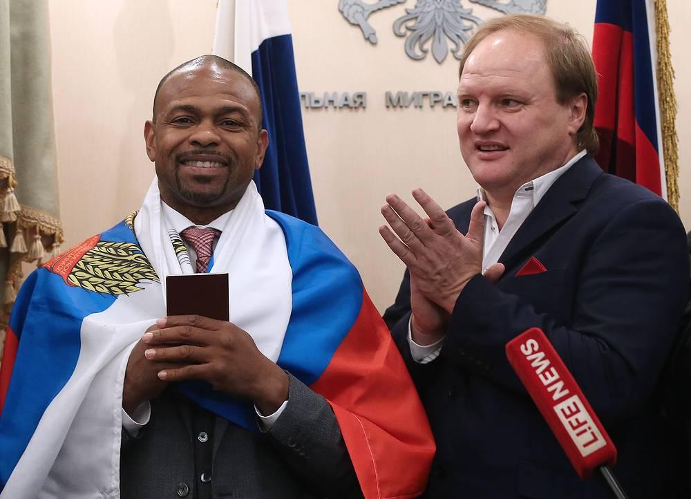 Боксер Рой Джонс-младший и промоутер Владимир Хрюнов