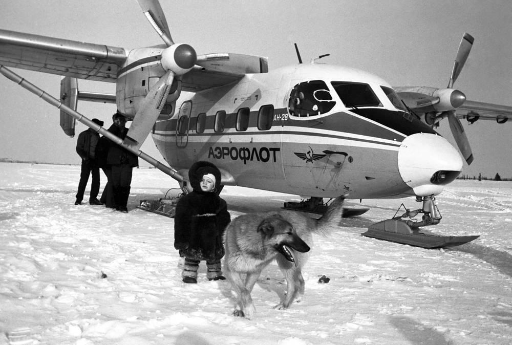 Самолет Ан-28, предназначенный для полетов в условиях Крайнего Севера, 1988 год