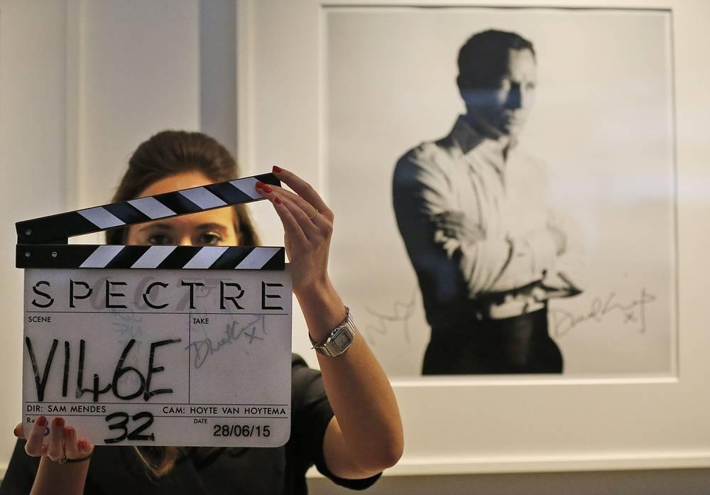 Хлопушка со съемок фильма с автографом Дэниэла Крэйга