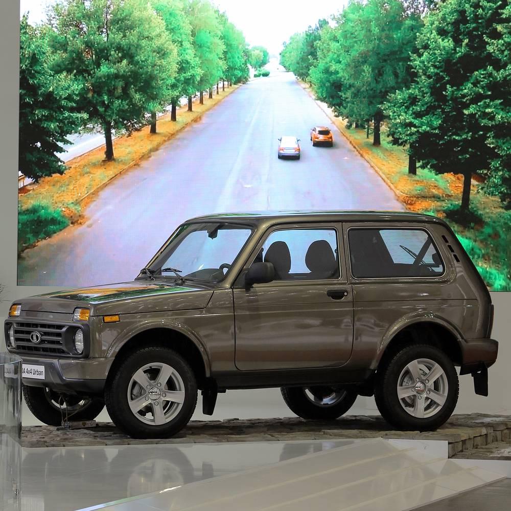 """В 2004 г., в связи с продажей прав на бренд """"Нива"""" компании General Motors,  """"классический"""" ВАЗ-2121 был переименован в Lada 4x4. На фото: Lada 4Х4 Urban"""