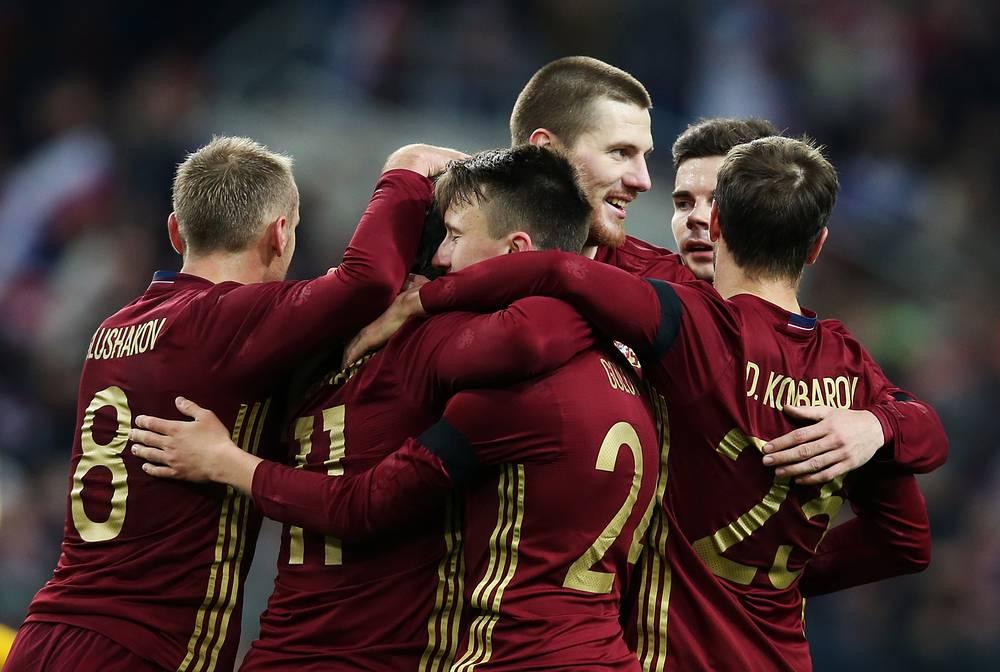 Футболисты сборной России после победы