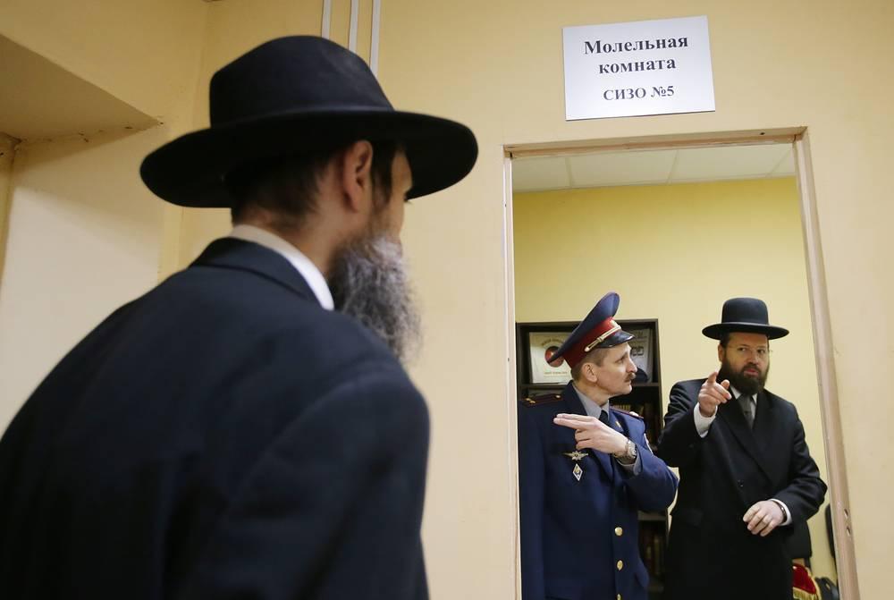 Глава департамента Федерации еврейских общин России по взаимодействию с Вооруженными силами, МЧС и правоохранительных органами Аарон Гуревич (справа)