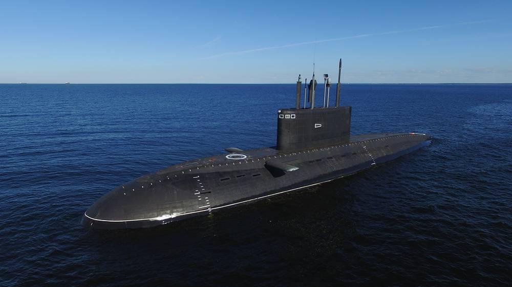 """Ходовые испытания в море подлодки """"Великий Новгород"""" проекта 636.3"""