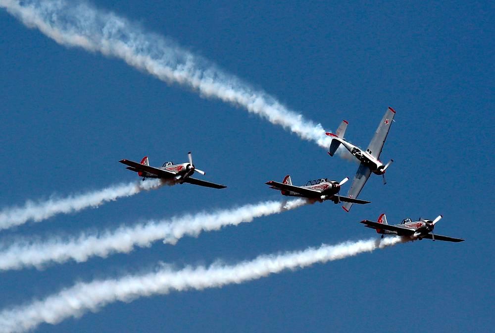 Британская пилотажная группа The Yakovlevs на самолетах, созданных в ОКБ Яковлева