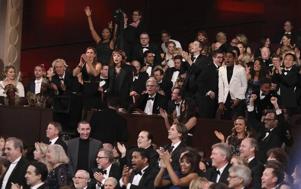 """Реакция зала на объявление драмы """"Лунный свет"""" лучшим фильмом года"""