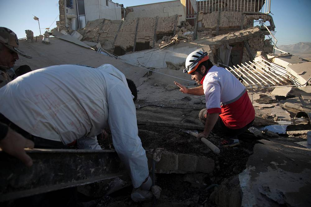 Власти опасаются роста числа жертв. В иранской провинции Керманшах объявлен трехдневный траур