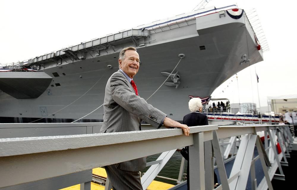 """Во время церемонии крещения авианосца """"Джордж Буш"""" ВМФ США, 2006 год"""