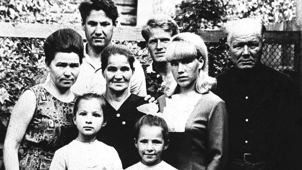 1956 г. Наина Иосифовна, дочь Елена, Борис Николаевич, мать Клавдия Васильевна, дочь Татьяна, брат Михаил, сестра Валентина, отец Николай Игнатьевич