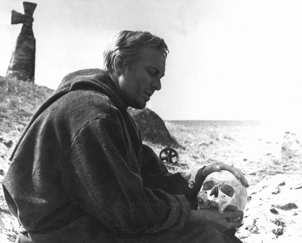 """Кадр из кинофильма """"Гамлет"""", 1964"""