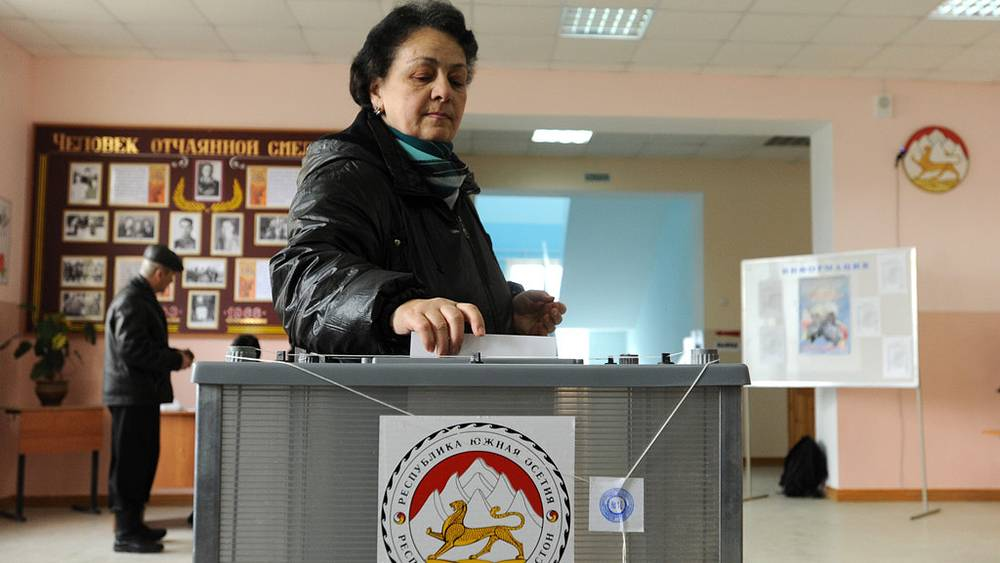 Голосование на одном из избирательных участков города