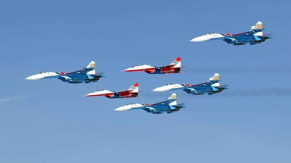 """АГВП """"Русские витязи"""" и """"Стрижи"""" на самолетах Су-27 и МиГ-29"""