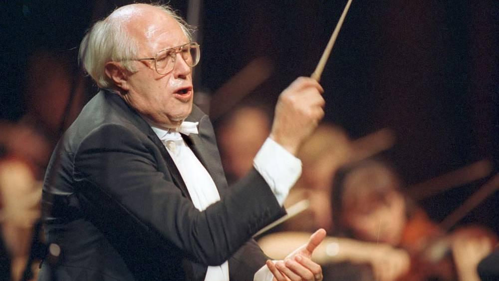 Ростропович дирижирует оркестром на благотворительном концерте, посвященном памяти Чайковского, 1993 год