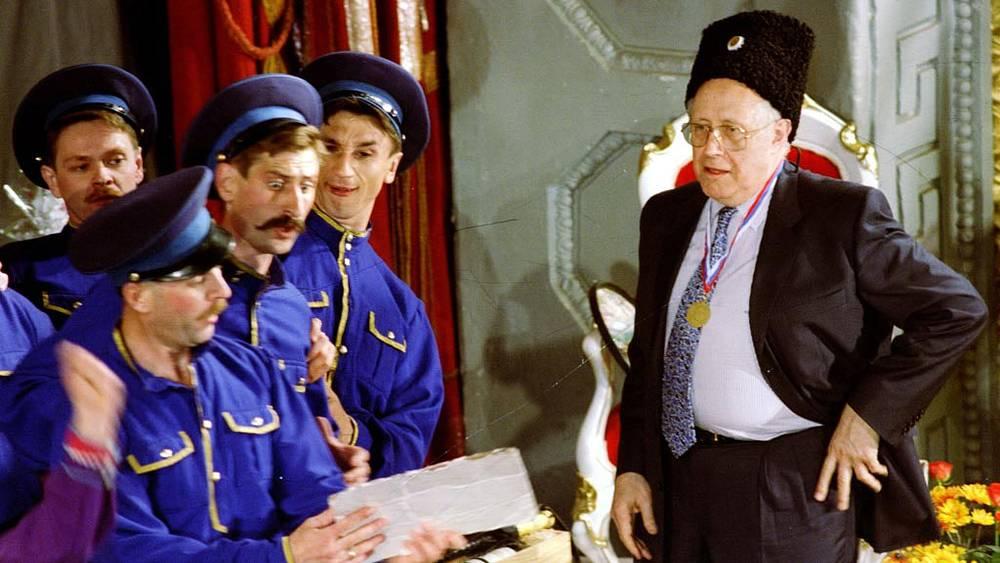 Мстислав Ростропович в год своего 70-летия посетил Оренбург, где провел годы юности