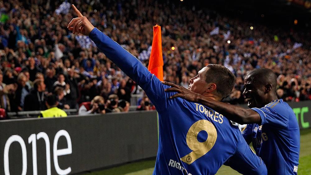 Фернандо Торрес празднует гол