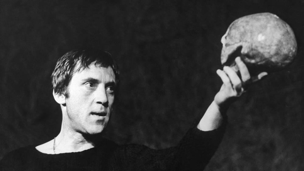 """Спектакль """"Гамлет"""" на сцене Московского театра драмы и комедии на Таганке. 1971 год"""