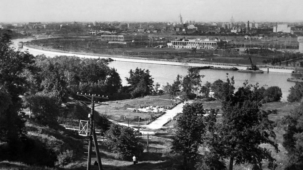 Вид на Ленинские горы и Москву-реку. 1952 год. Репродукция Фото ИТАР-ТАСС