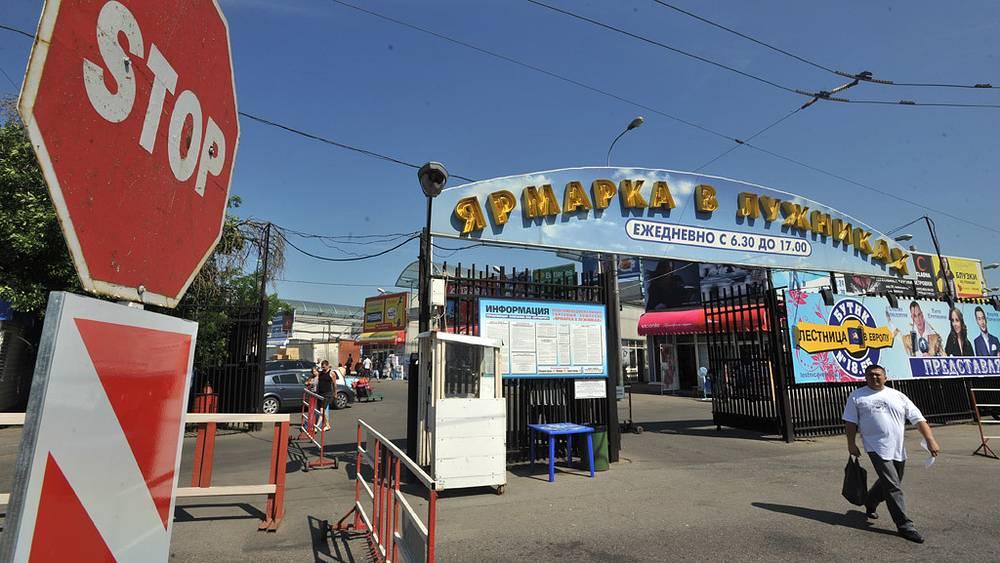 Ярмарка в Лужниках закрыта. 2011 год. Фото ИТАР-ТАСС/ Митя Алешковский