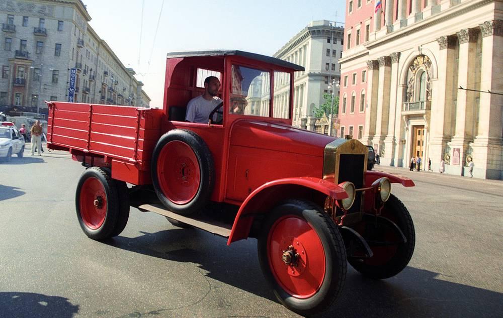 Автомобиль АМО-Ф-15. 2000 год. Фото ИТАР-ТАСС/ Валентин Соболев