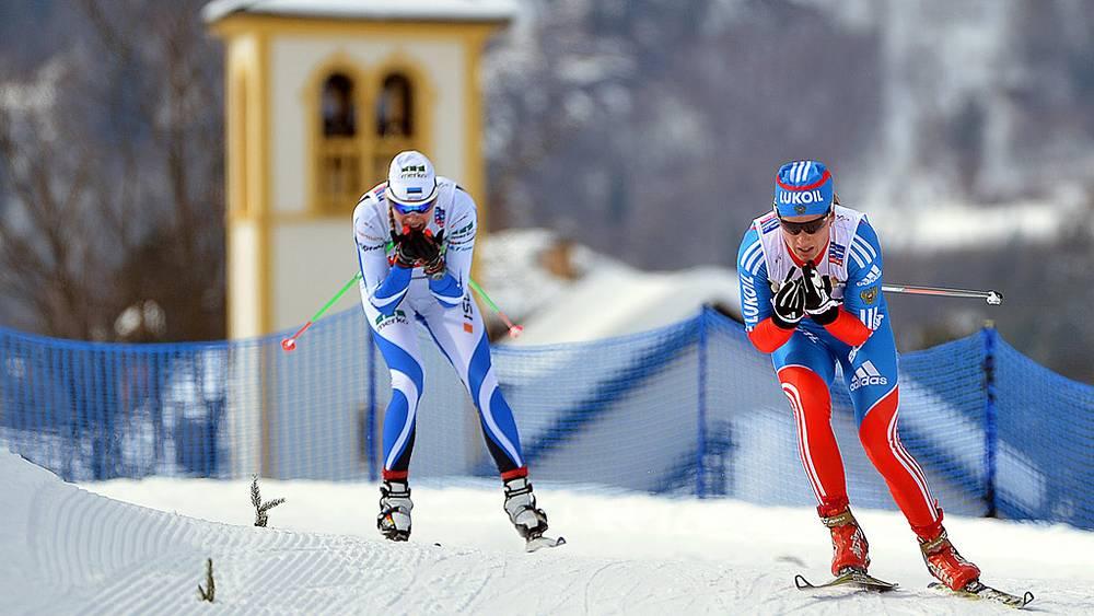 Юлия Чекалева (справа)