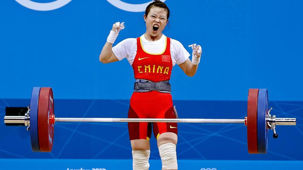 Китаянка Ван Миньцзюань - чемпионка в тяжелой атлетике в весовой категории до 48 кг у женщин