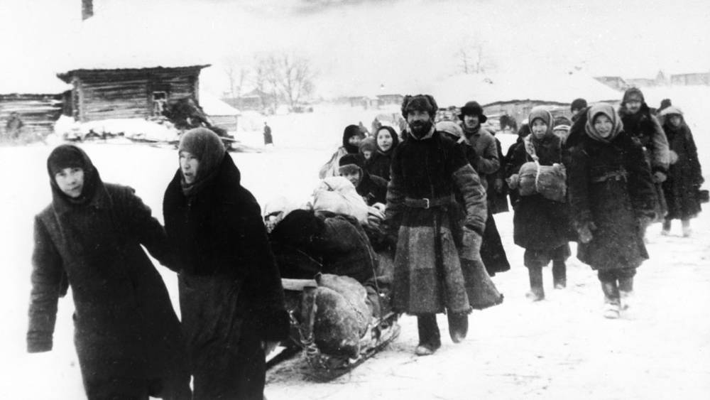 Жители подмосковного села Марфино возвращаются в освобожденные от врага родные места