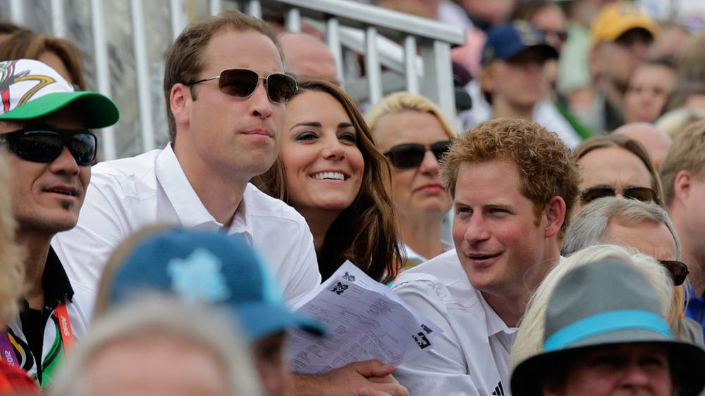 Принц Уильям, герцогиня Кембриджская Кэтрин и принц Гарри на трибунах