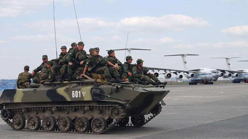 Подразделения 76-й Псковской воздушно-десантной дивизии в аэропорту Владикавказа. Фото ИТАР-ТАСС/ Владимир Мукагов