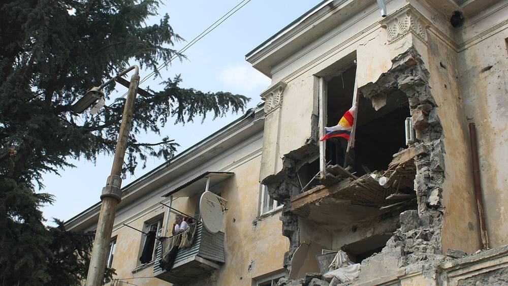 Разрушенный дом на привокзальной площади в Цхинвали. Фото ИТАР-ТАСС/ Сергей Узаков