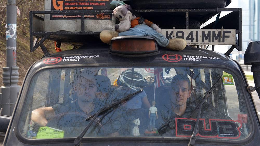 Участники кругосветного автопробега из Лондона «Такси вокруг света» Ли Пернелл и Джон Эллисон