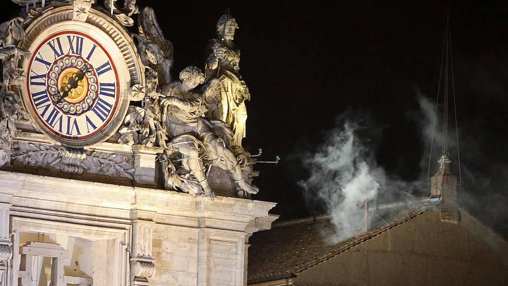 Белый дым возвестил об избрании Папы