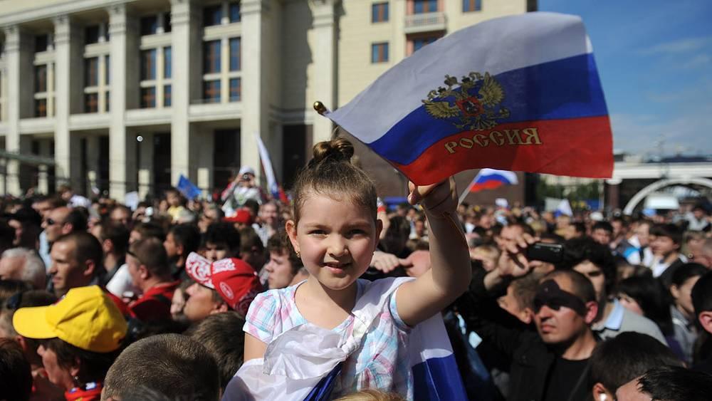Болельщики на Манежной площади во время чествования хоккеистов сборной России