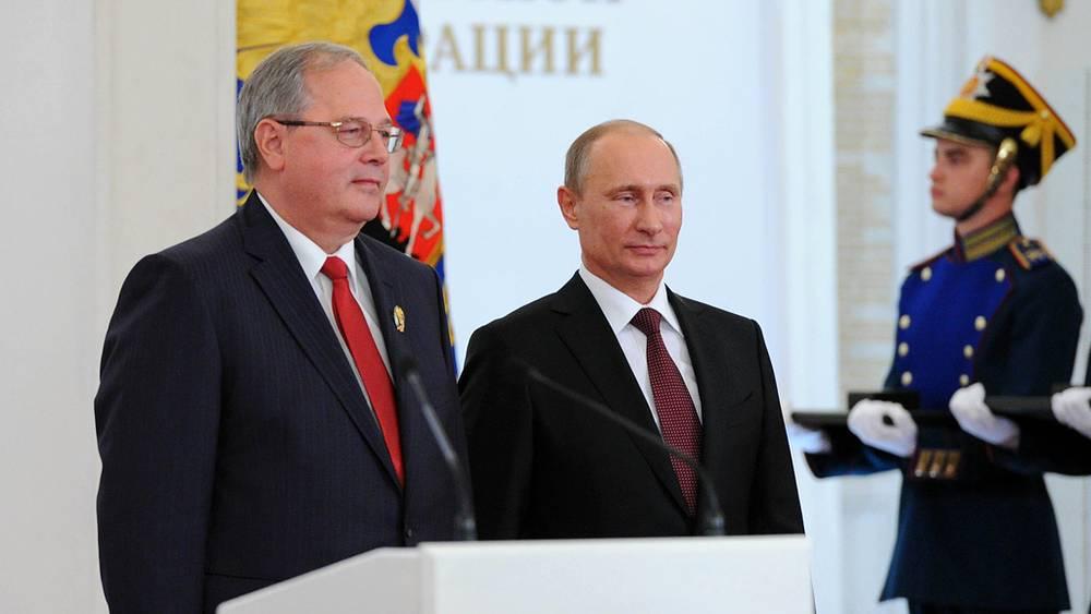 Ведущий ученый в области разработки и обеспечения безопасной эксплуатации ядерных энергетических установок Ярослав Штромбах (слева)