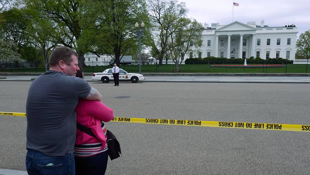 """Белый дом временно переведен на """"осадное положение"""""""