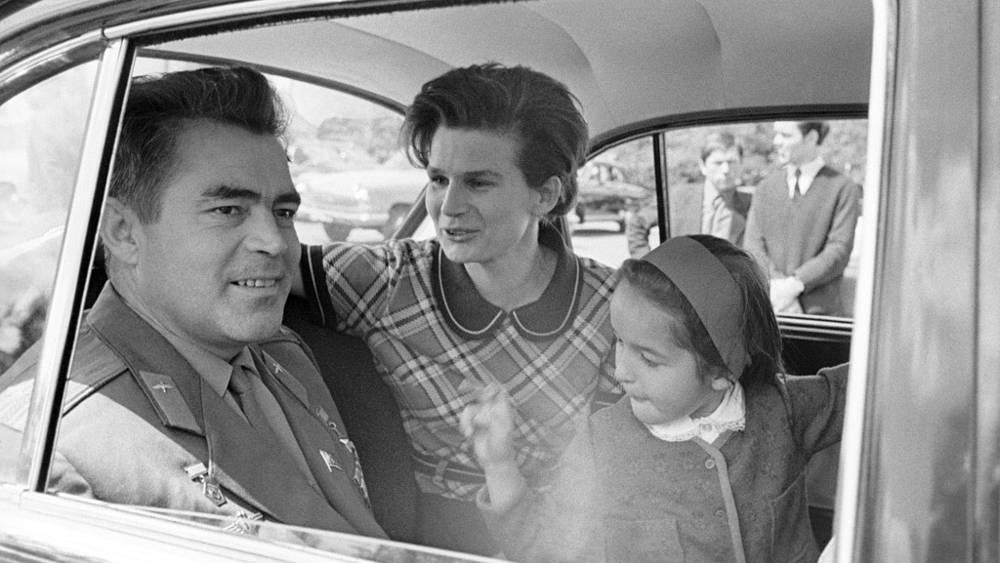 Андриян Николаев с женой Валентиной Терешковой и дочерью Леной. 1970 год