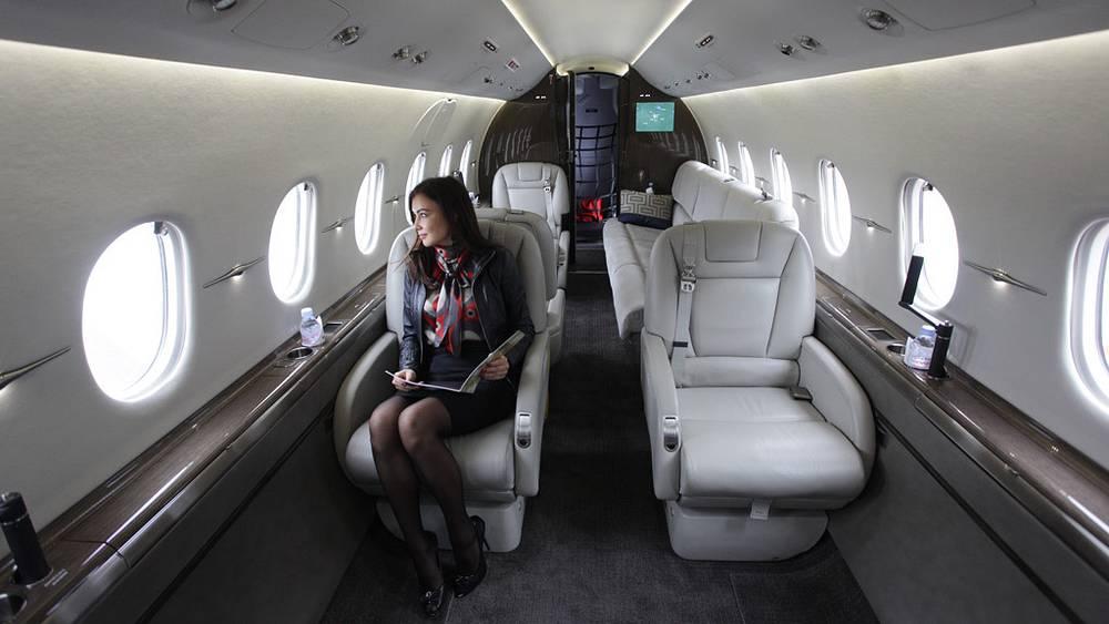В салоне самолета Hawker 4000