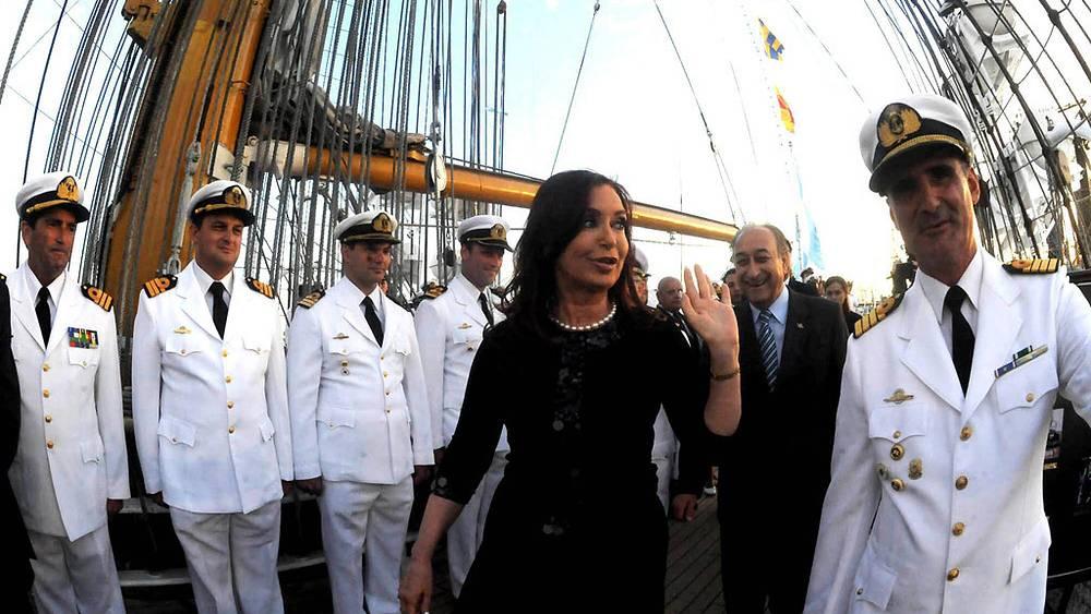 Президент Аргентины Кристина Фернандес де Киршнер (в центре)