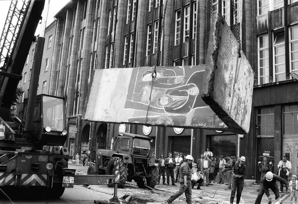 Начался демонтаж Берлинской стены, 1989 год