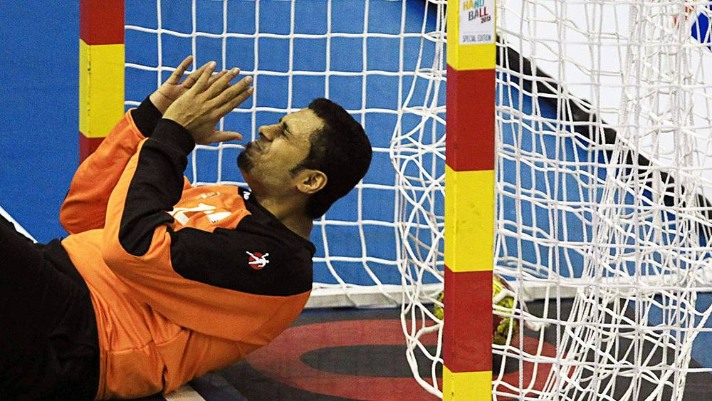 Мяч в воротах сборной Катара