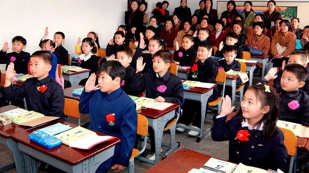 Школьная форма в Северной Корее, Пхеньян, 2006 год